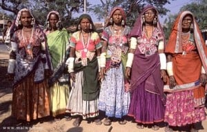 credit: http://maiwahandprints.blogspot.com Roma are thought to descend from the Banjara people of Northern India