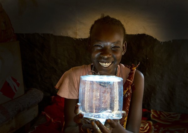 A Sudanese girl using Luci. Source: earthtechling.com