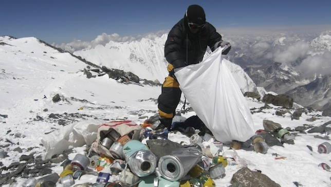 A Nepalese Sherpa picks up garbage left on Mt. Everest by climbers. Source: Namgyal Sherpa/Getty Images