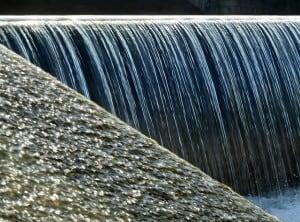 waterfall-77676_640