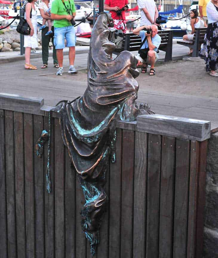 worlds-most-creative-statues-25-2a