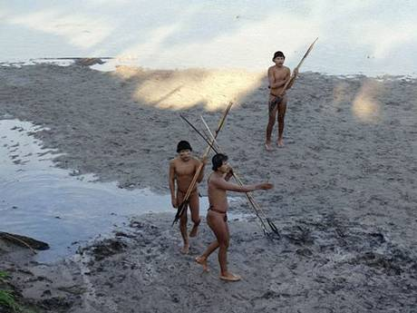 Isolated Amazonian Indians on the banks of the Envira River, Brazil (Getty)