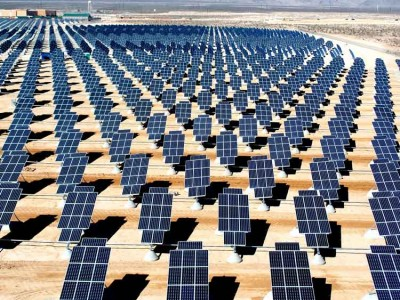 Giant_photovoltaic_array