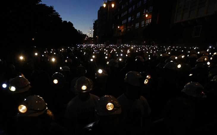 12-spanish-coal-miners-protest
