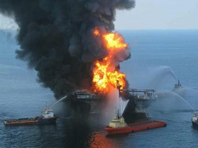 oil-rig-explosion-618704_640