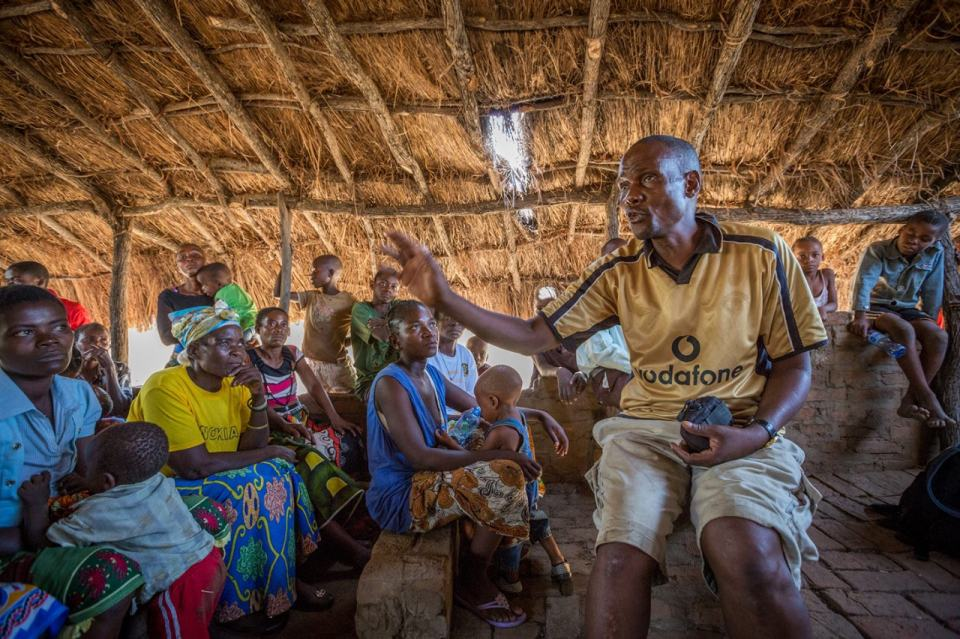 William Banda, a COMACO regional coordinator, speaks with a group of farmers in Luero village. Credit: Gael McKeon