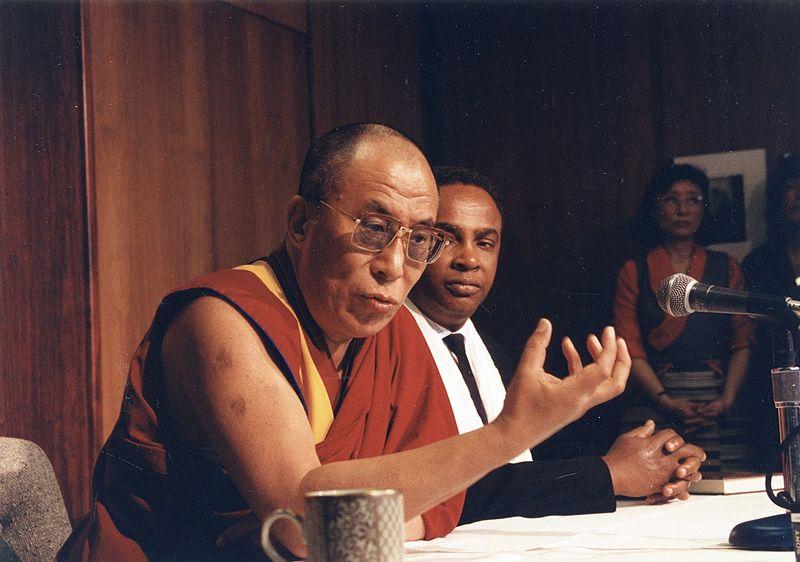 Dalai_Lama_and_Seattle_Mayor_Norm_Rice,_1993