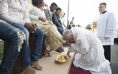 Pope Francis Washes The Feet Of Muslim, Hindu, and Orthodox Refugees [Watch]