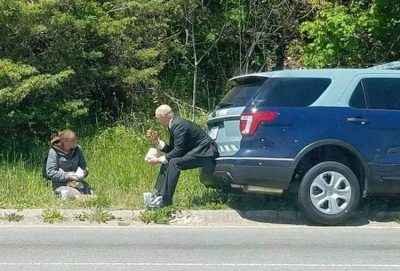 State Trooper Brings Picnic Lunch To Homeless Woman On Side Of The Road