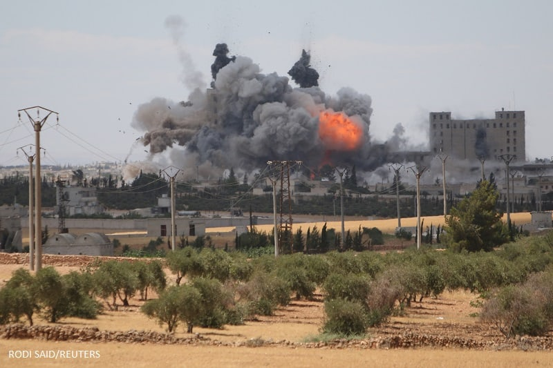Smoke and flame rise after what fighters of the Syria Democratic Forces (SDF) said were U.S.-led air strikes on the mills of Manbij where Islamic State militants are positioned, in Aleppo Governorate, Syria June 16, 2016. REUTERS/Rodi Said - RTX2GMFH