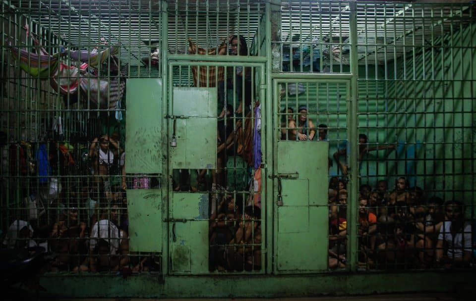 epa05425424 Filipino inmates are seen inside a jail in Manila, Philippines, 15 July 2016. Close to 60,000 drug dependents nationwide have surrendered since the Duterte administration began its intensified campaign against illegal drugs, Presidential Communications Office (PCO) Secretary Martin Andanar said. According to local news reports, at least 43 alleged drug traffickers have been neutralized and 300kg of shabu, a highly addictive and harmful methamphetamine whose use is widespread in the Philippines, has been confiscated. EPA/MARK R. CRISTINO