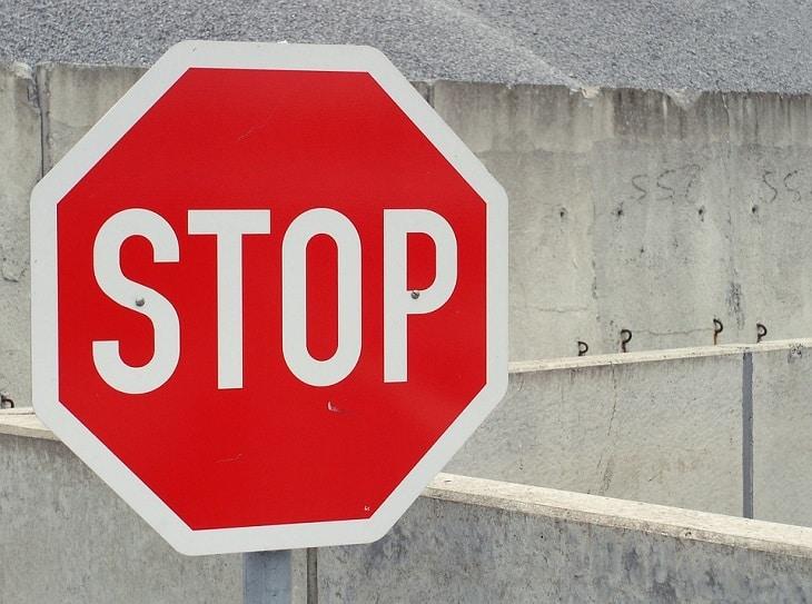 stop-705669_960_720
