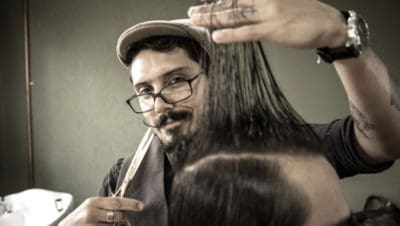 This Barber Gives Free Haircuts To Men Who Are Going To Job Interviews