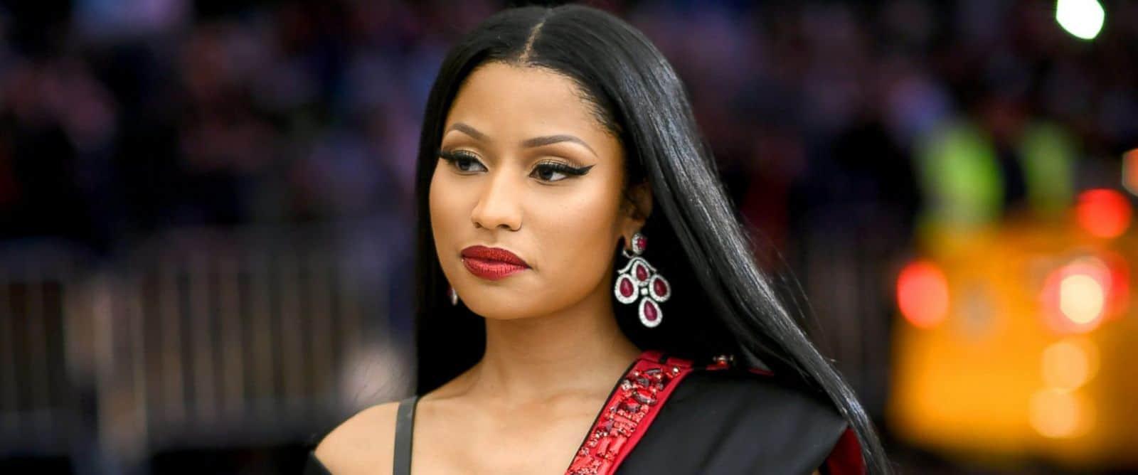 Nicki Minaj, Money, Fans, Twitter