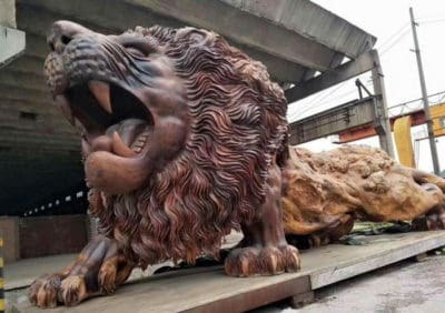 Artists Spent 3 Years Carving A Redwood Tree To Create A Giant Lion Sculpture