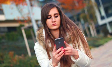 https://pixabay.com/en/smartphone-woman-girl-iphone-569076/