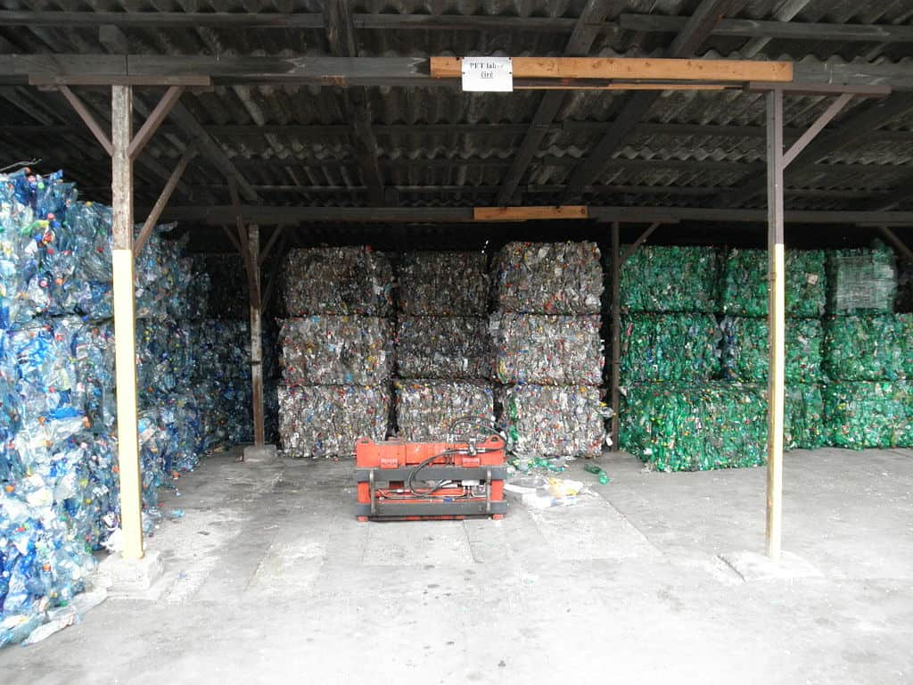 https://commons.wikimedia.org/wiki/File:Bales_of_PET_bottles.jpg