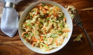 https://pixabay.com/en/food-coleslaw-fork-napkin-board-1206771/