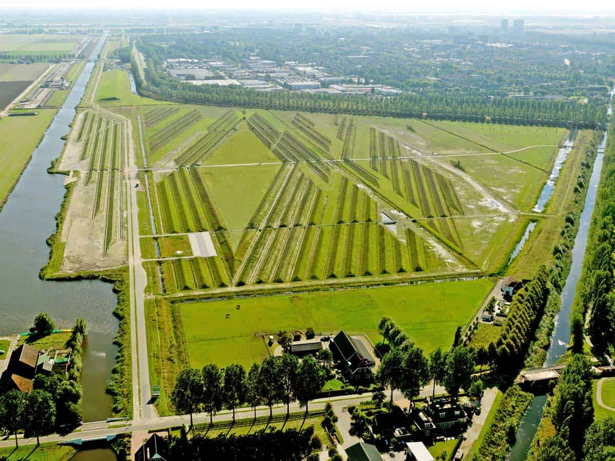 http://www.landezine.com/index.php/2016/07/buitenschot-park-by-hns-landscape-architects/buitenschot-park-hns-airport-landscape-noise-reduction-01/