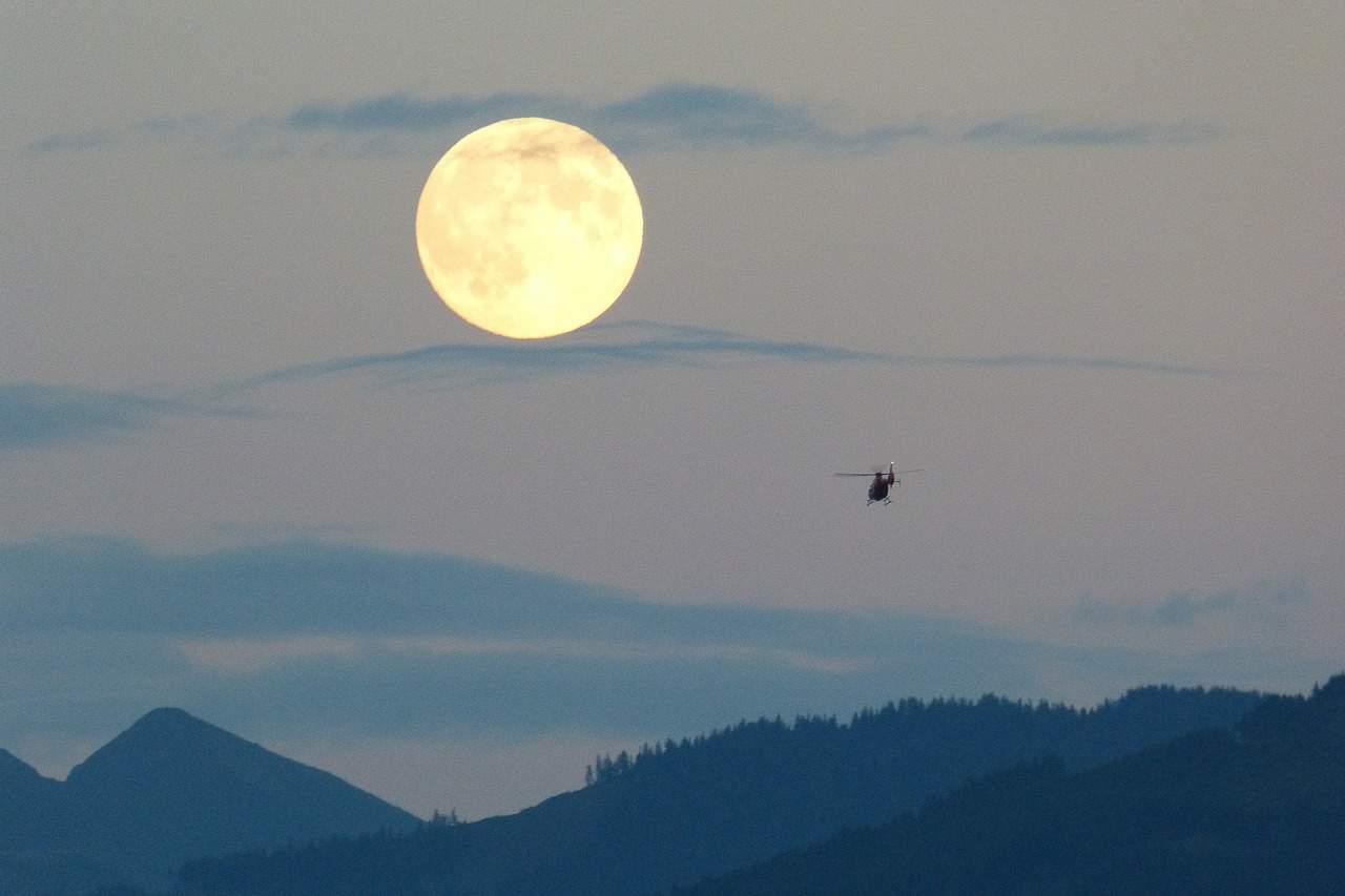 https://pixabay.com/en/full-moon-moon-super-moon-huge-460316/