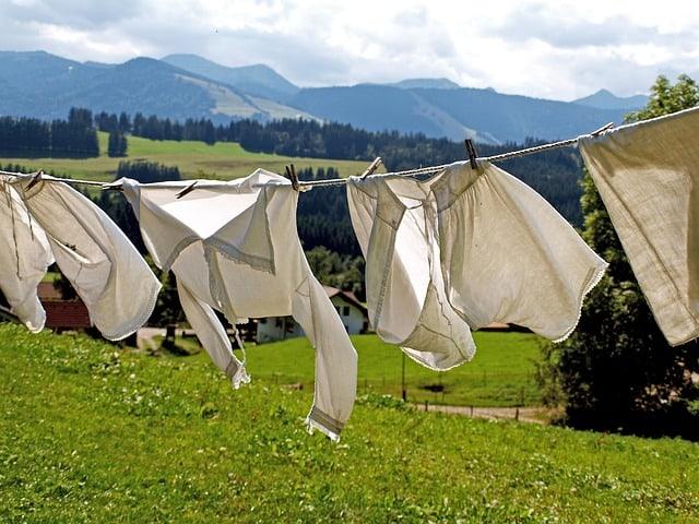 https://pixabay.com/en/laundry-dry-dry-laundry-hang-963150/