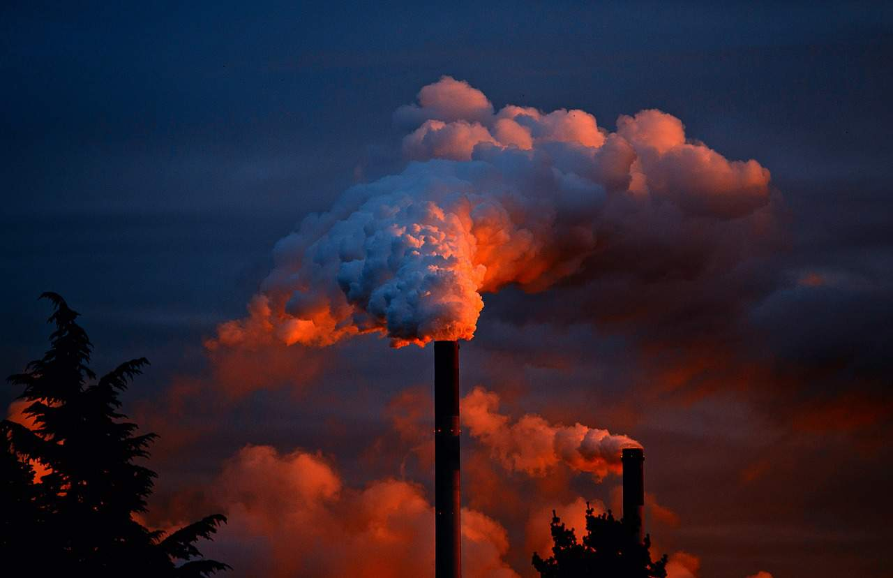 https://pixabay.com/en/smoke-smoking-chimney-fireplace-258786/