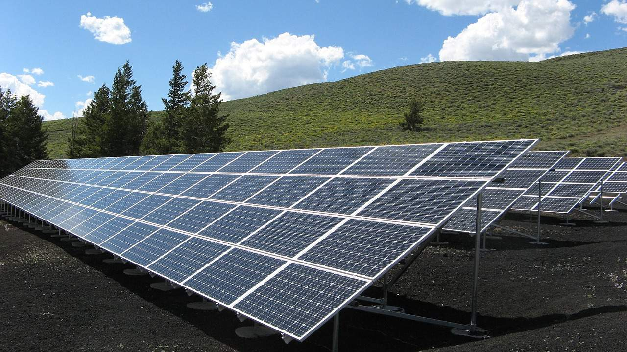 https://pixabay.com/en/solar-panel-array-power-sun-1591350/