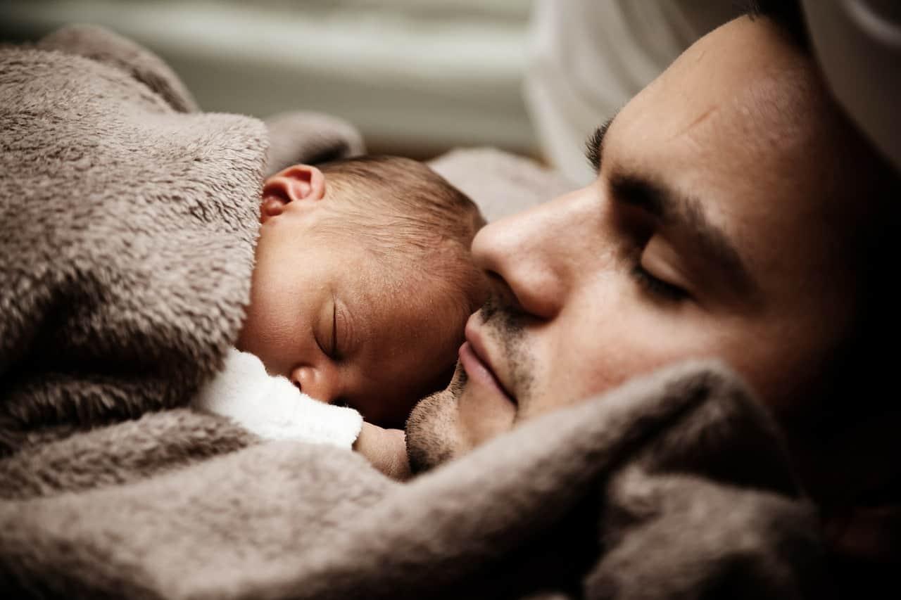 https://pixabay.com/en/baby-child-cute-dad-daddy-family-22194/