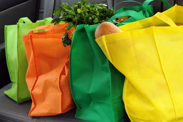 https://www.google.cl/imgres?imgurl=http%3A%2F%2Fassets.bubblear.com%2Fwp-content%2Fuploads%2F2017%2F01%2F02110903%2Fwoman-plastic-bags-shutterstock-c.jpeg&imgrefurl=http%3A%2F%2Fwww.thebubble.com%2Fbyo-bag-plastic-shopping-bags-banned-in-buenos-aires%2F&docid=ataraBPERzeUTM&tbnid=mg8kq6pCsEylqM%3A&vet=10ahUKEwiHz43QkrzVAhXBGZAKHc1HCAQQMwiZAihZMFk..i&w=1200&h=675&bih=612&biw=1156&q=plastic%20shopping%20bags&ved=0ahUKEwiHz43QkrzVAhXBGZAKHc1HCAQQMwiZAihZMFk&iact=mrc&uact=8