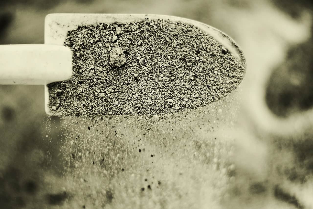 https://pixabay.com/en/sand-pokes-fun-at-playground-blade-2630030/